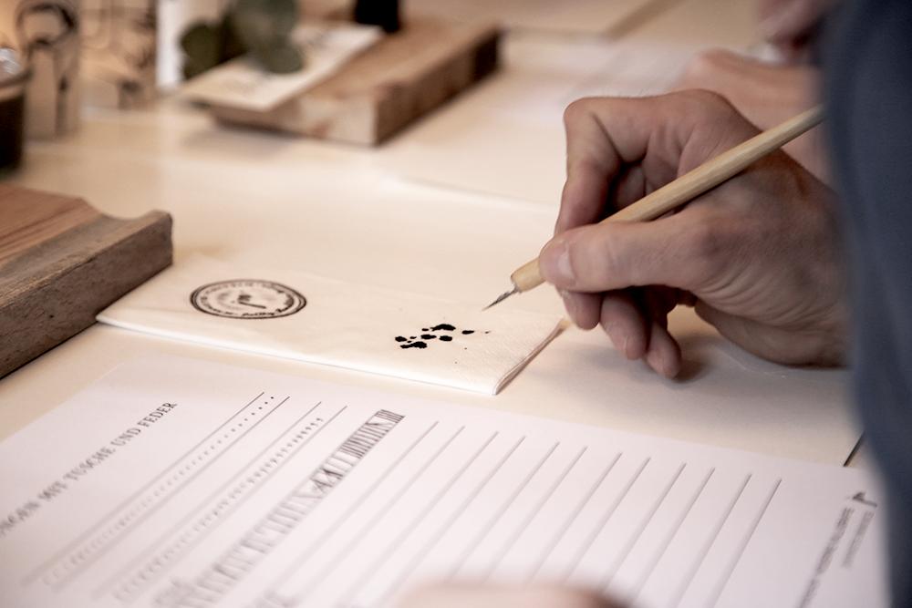10 Kalligraphie Workshop Jeanette Mokosch | Villa Lotta (Lisa Jagenteufel) | Photograph (c) Maria Weiss