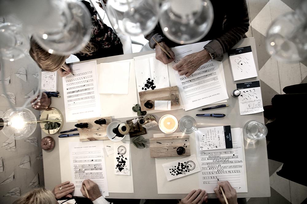 13 Kalligraphie Workshop Jeanette Mokosch | Villa Lotta (Lisa Jagenteufel) | Photograph (c) Maria Weiss