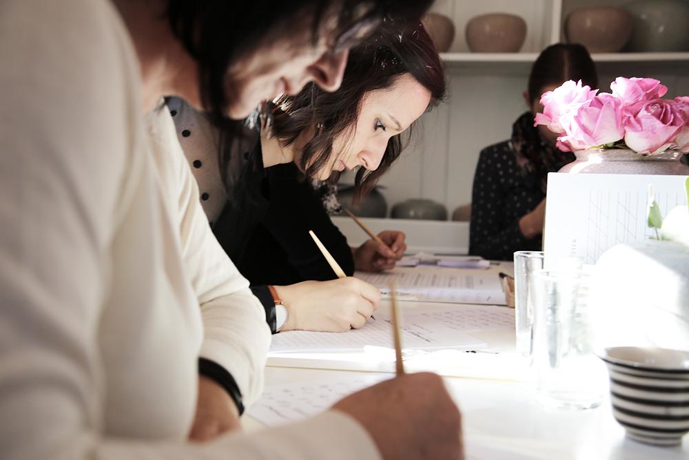 30 Kalligraphie Workshop Jeanette Mokosch | Villa Lotta (Lisa Jagenteufel) | Photograph (c) Maria Weiss