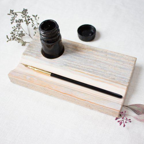 Kalligrafie Federablage aus Holz grau / Hand Lettering