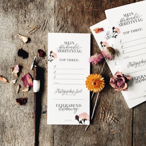 Notizblock To-Do-Liste Block Büro Schreibtisch Selbstständigkeit Kreativ Effektiv arbeiten Selbstständig Freebie Künstler Kalligrafie Kalligraphie Hand Lettering Checkliste Arbeitstag Erfolg erfolgreich