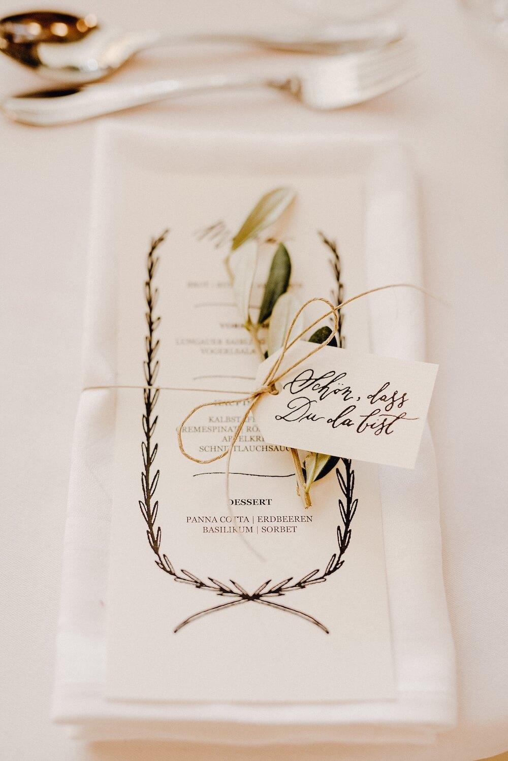 Gastgeschenk Hochzeit Hochzeitseinladungen Text Einladung DIY diy Blumen günstig Sprüche basteln Vintage Kalligrafie Kalligraphie Hand Lettering drucken selber machen selber gestalten sparen Set download Menükarte Hochzeitsmenü
