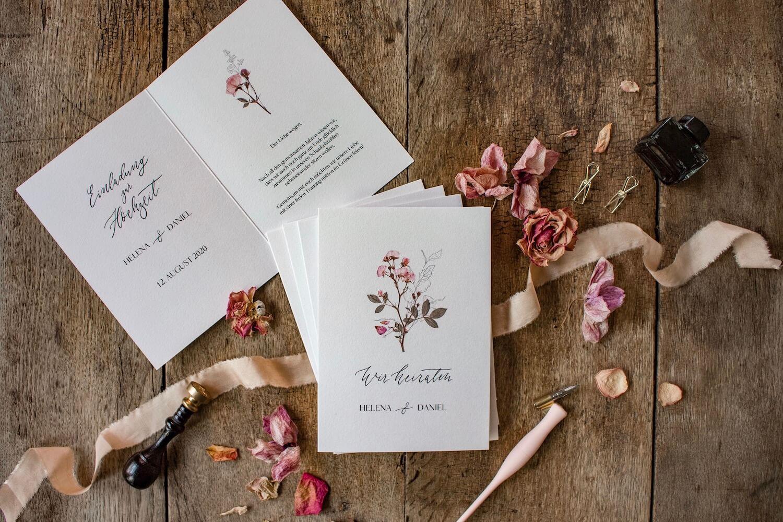 Hochzeitseinladung Einladung Hochzeit heiraten florale Illustration Ranken Blüten Rosen Kalligrafie Kalligraphie natürlich DIY Karten selbst gestalten machen Gartenhochzeit