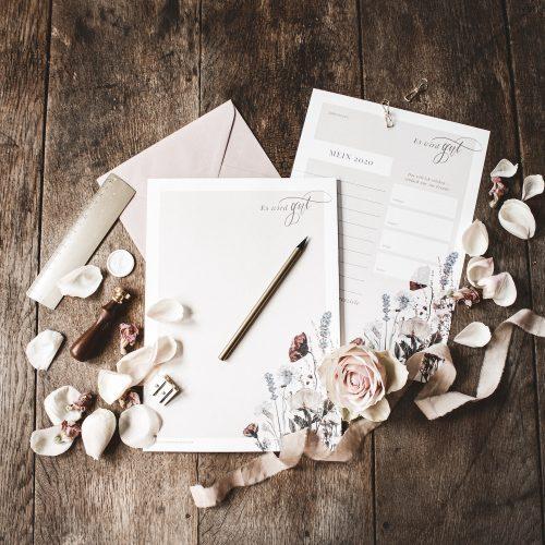 Notizblock To-Do-Liste Block Büro Schreibtisch Selbstständigkeit Kreativ Effektiv arbeiten Selbstständig Freebie Künstler Kalligrafie Kalligraphie Hand Lettering Checkliste Arbeitstag Erfolg erfolgreich Blumen Blüten floral