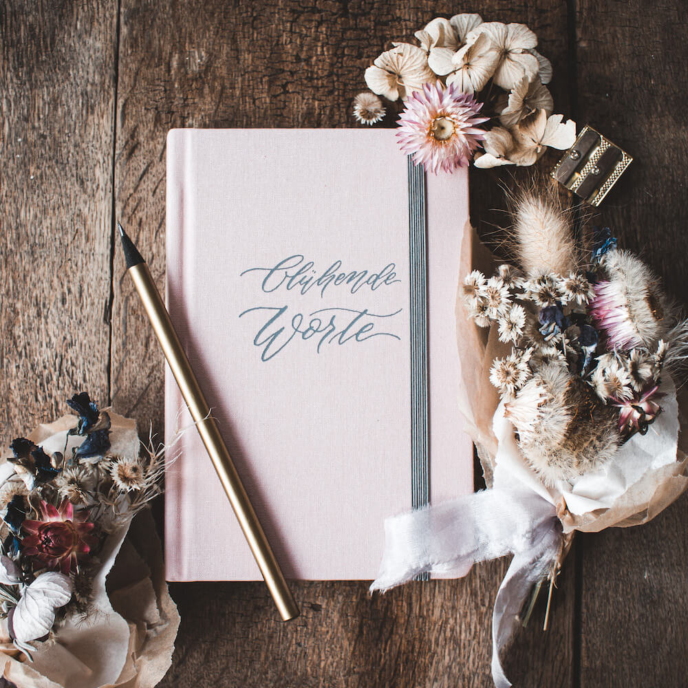 Notizbuch Leineneinband grau rosa Blühende Worte Kalligraphie Kalligrafie
