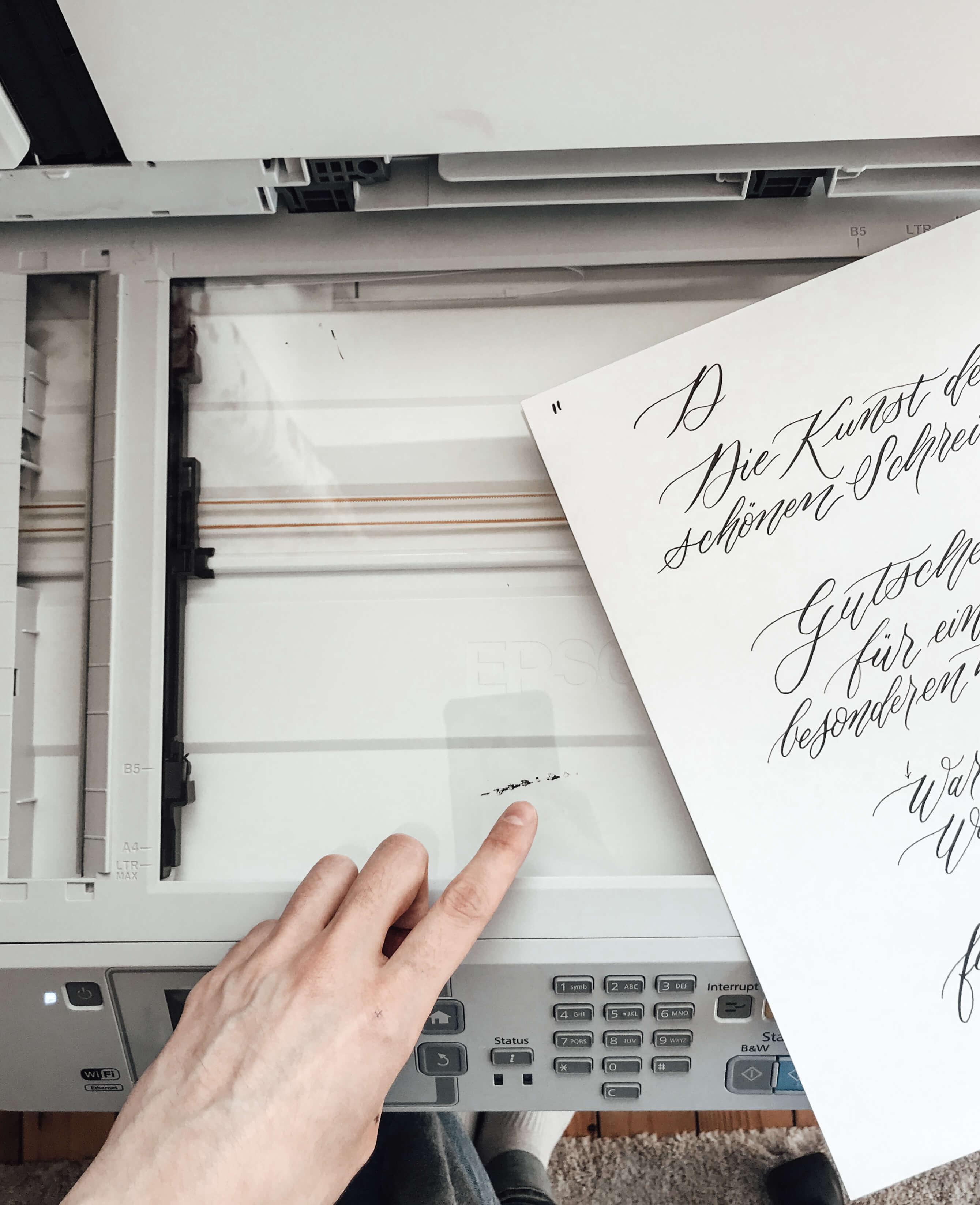 Scanner Photoshop Schrift digitalisieren Kalligrafie Kalligraphie Hand Lettering Handschrift Retusche freistellen